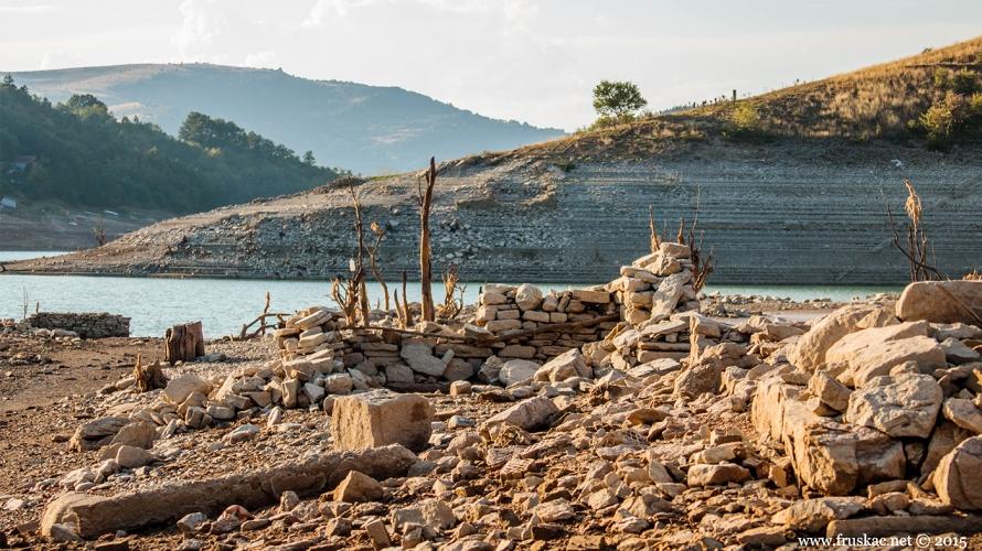 News - Kome smeta Zavojsko jezero!?